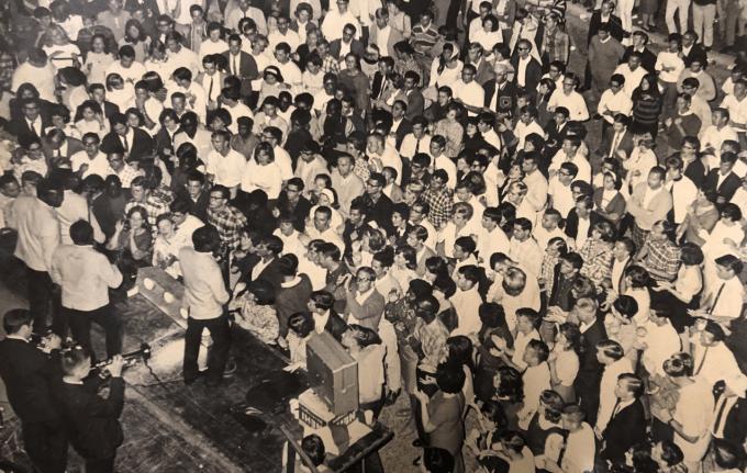 Students at a J. Wayne Reitz Union concert